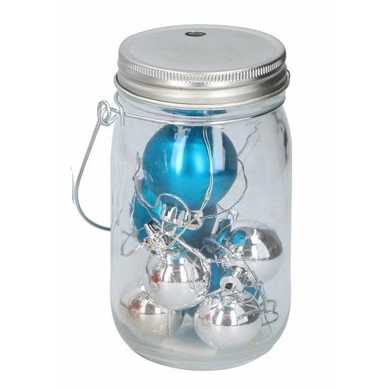 Blauw en zilver ballen in potje met licht