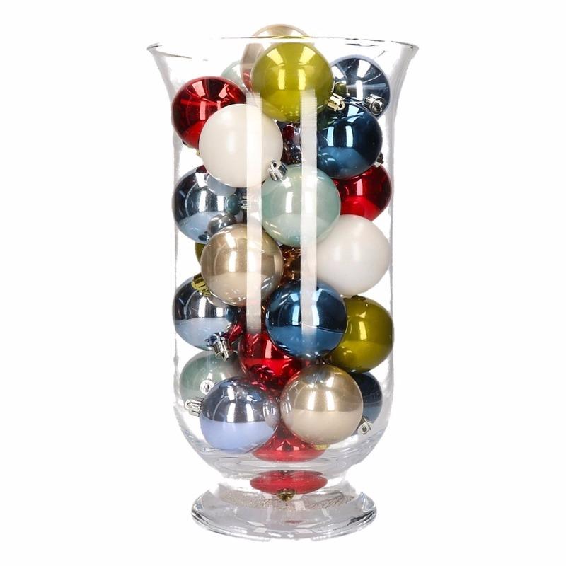 DIY kerstdecoratie vaas met gekleurde kerstballen