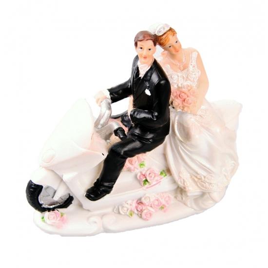 Motor rijdend bruidspaar voor op de taart