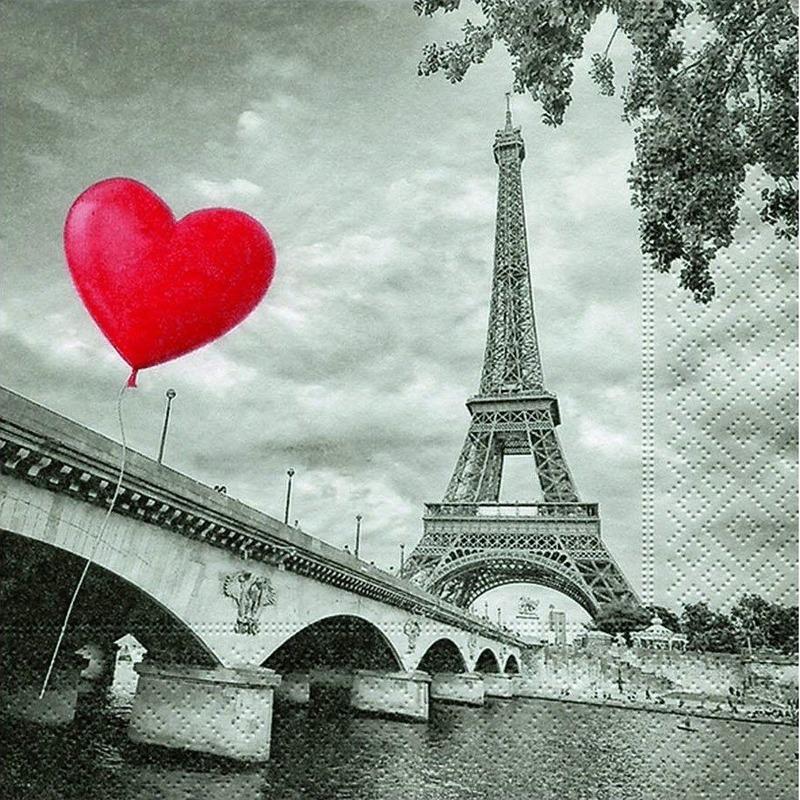 Deze grijze servetten hebben een romantische print van de eiffeltoren en een rood hart en zitten verpakt per ...