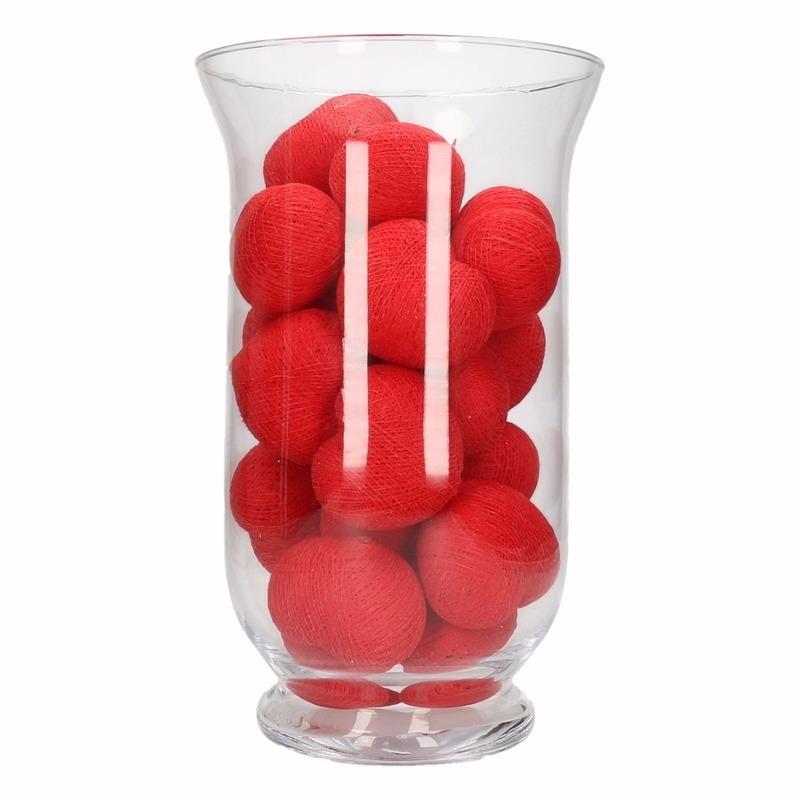 Vensterbank decoratie rode lichtslinger in vaas