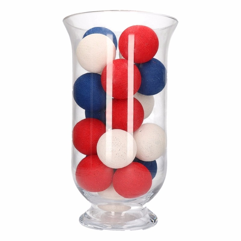 Vensterbank decoratie rood-wit-blauwe lichtslinger in vaas
