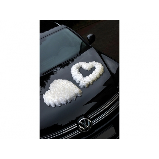 Wit open rozen hart voor op de auto