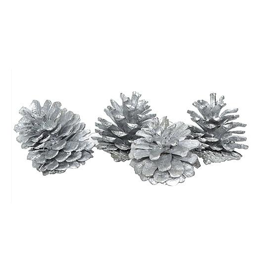 Zilveren kerstversiering dennenappels