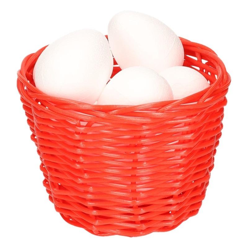 Paasmandje met piepschuim eieren