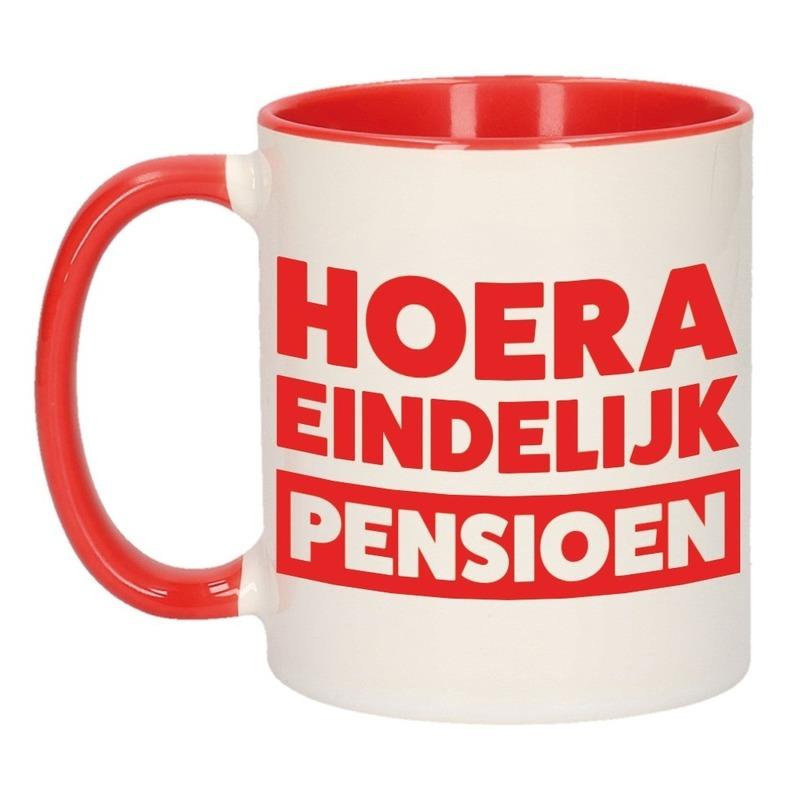 Pensioen mok / beker rood Hoera eindelijk met pensioen 300 ml
