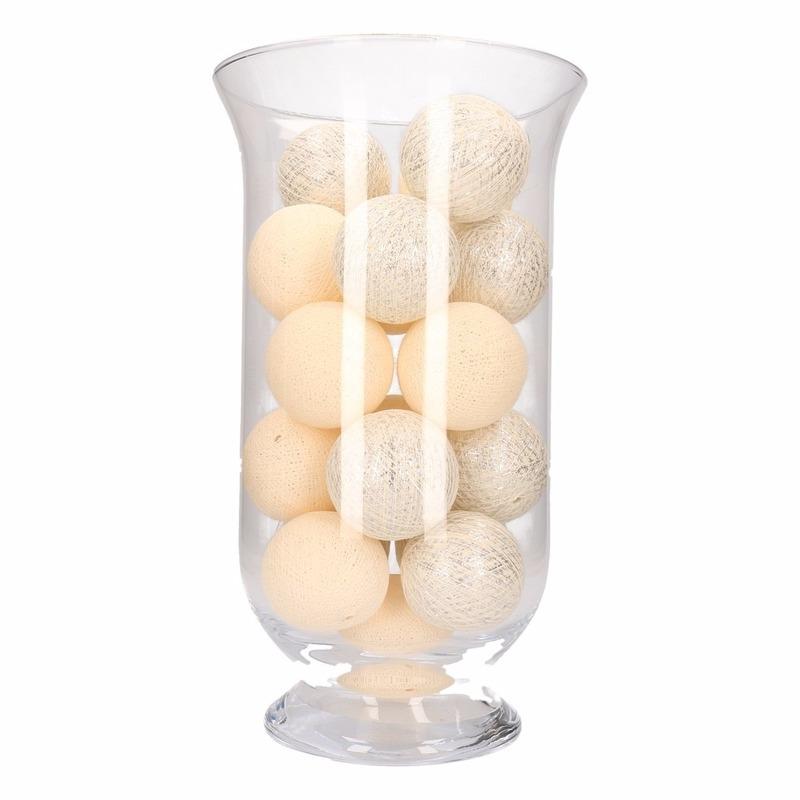 Vensterbank decoratie witte-zilveren lichtslinger in vaas